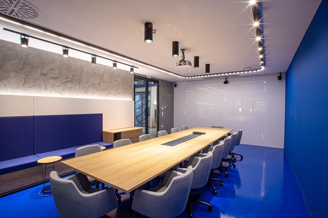 7426-Main-Meeting-Room-360-creative-anakainisi-grafeiou-workplaces-thessaloniki